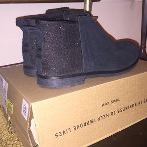 Girls Toms black suede booties size 3
